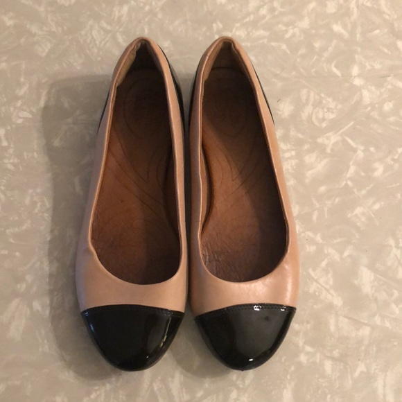 Nude And Black Clarks Valley Moon Flats